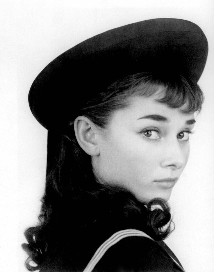 Foto: Audrey Hepburn și pălăriile ei