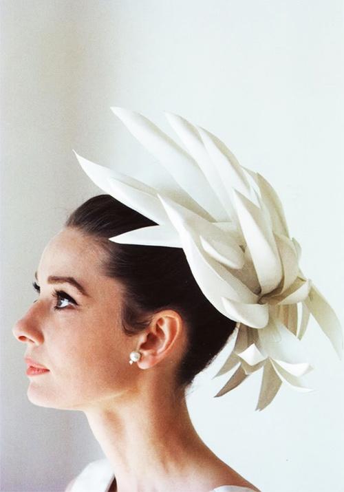Foto: Audrey Hepbunr și pălăriile ei