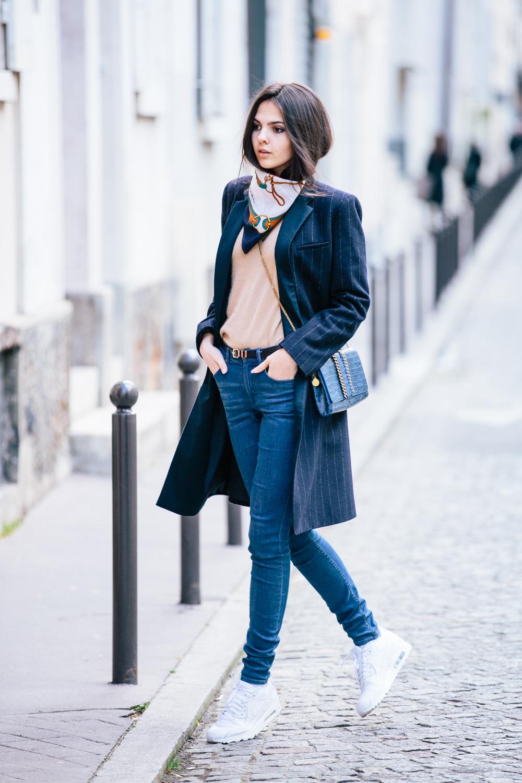 Фото модная девушка весной