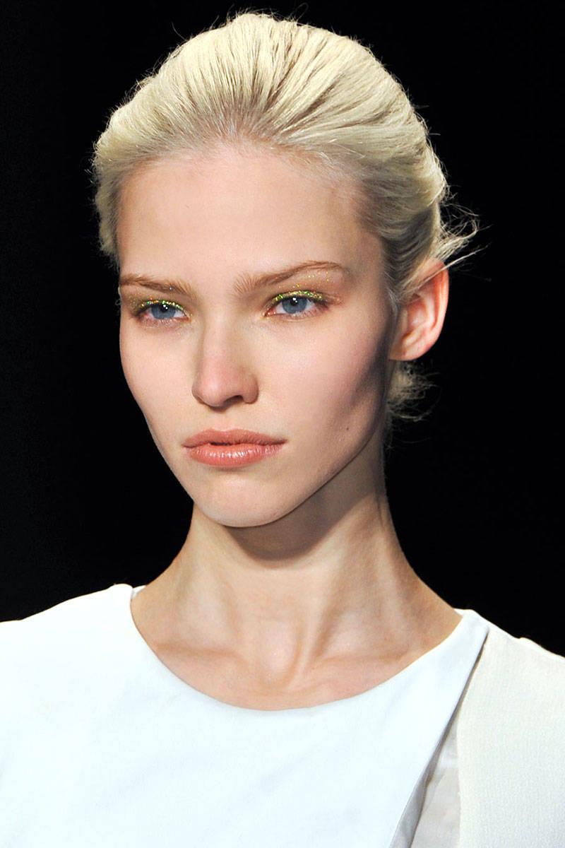 hbz-makeup-trends-fw2014-metallic-touches-07-Altuzarra-clp-RF14-9604-lg